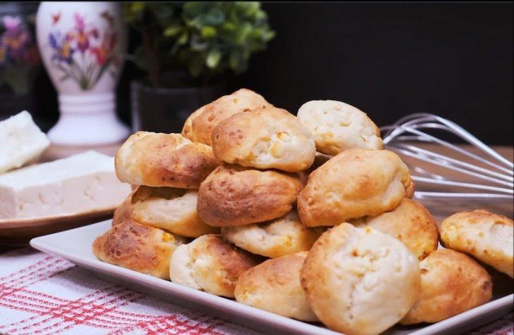 Οικονομικά τυροπιτάκια: Συνταγή για γευστικά τυροπιτάκια με 3 μόνο υλικά