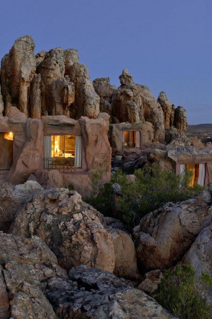 Ξενοδοχείο Φλίνστοουνς: Το μοναδικό ξενοδοχείο στον κόσμο που είναι χτισμένο μέσα σε σπηλιά