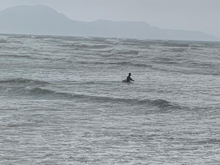 Ιανός Λαγανάς: Πήγαν να κάνουν σερφ στην παραλία του Λαγανά (Εικόνες)