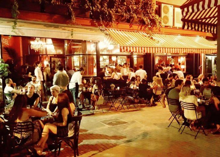 Μπαράκια για φλερτ: Η λίστα με τα 5 κορυφαία της Αθήνας