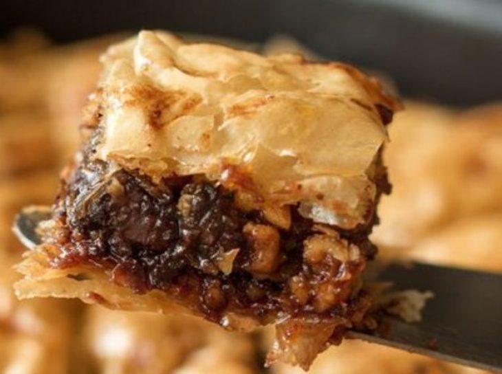 Μπακλαβάς με σοκολάτα: Συνταγή για αρχάριους έτοιμη σε λίγο χρόνο