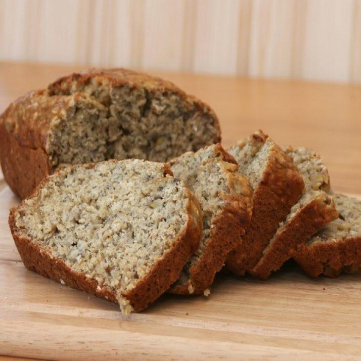 Kέικ πρωτεΐνης: Συνταγή με βρώμη και λιναρόσπορο χωρίς βούτυρο