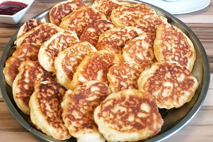 Τηγανίτες με γιαούρτι στο τσακ μπαμ: Το πιο γρήγορο και γευστικό γλυκό
