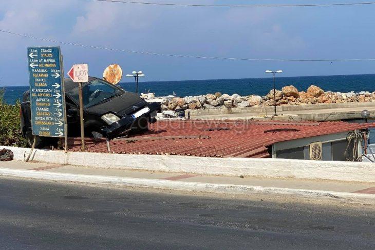 Χανιά τροχαίο: Αυτοκίνητο προσγειώθηκε πάνω σε στέγη