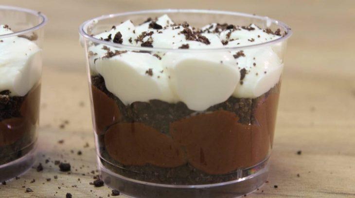 Ατομικό γλυκό σε ποτήρι: Με Oreo και 3 υλικά, έτοιμο σε 10 λεπτά