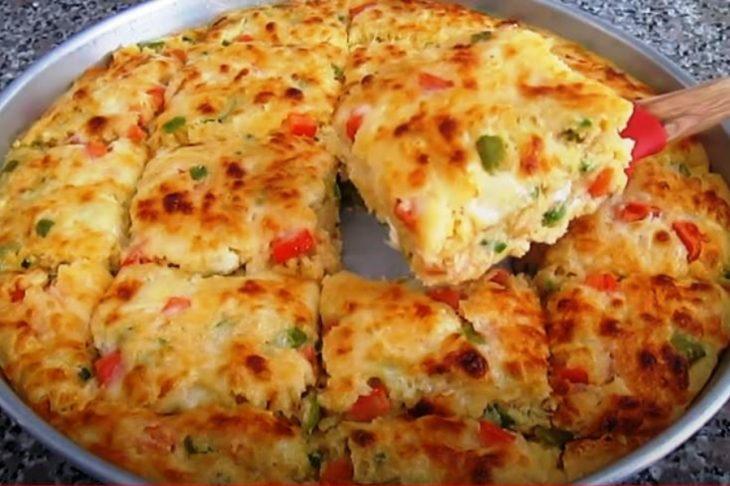 Σμυρνέικη συνταγή: Γευστική πίτα σαν σουφλέ με πιπεριές & πατάτες