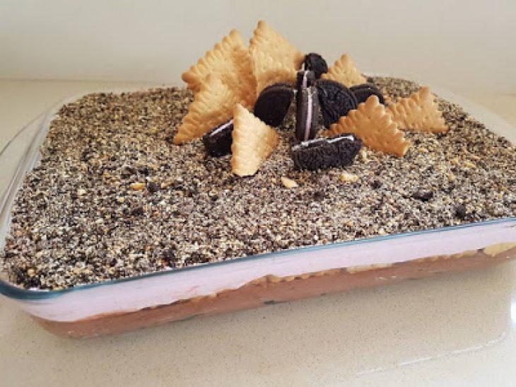 Γλυκό ψυγείου με φράουλα και σοκολάτα: Συνταγή και για τον πιο αρχάριο