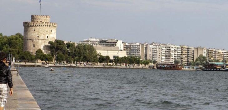 Θεσσαλονίκη δελφίνια: Δείτε τα σε βίντεο να παίζουν στο Θερμαικό