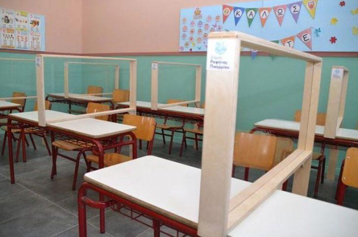 Σχολεία μέτρα: Πλέξιγκλας στα θρανία και θερμικές πύλες εισόδου