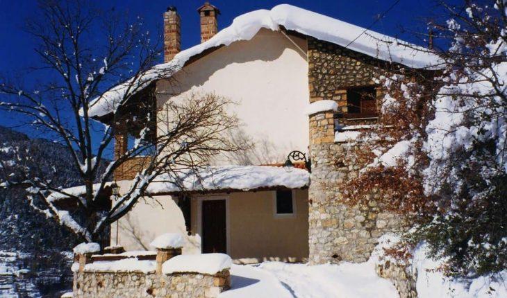 Ζαρούχλα: Το παραδεισένιο χωριό, 2 ώρες από την Αθήνα
