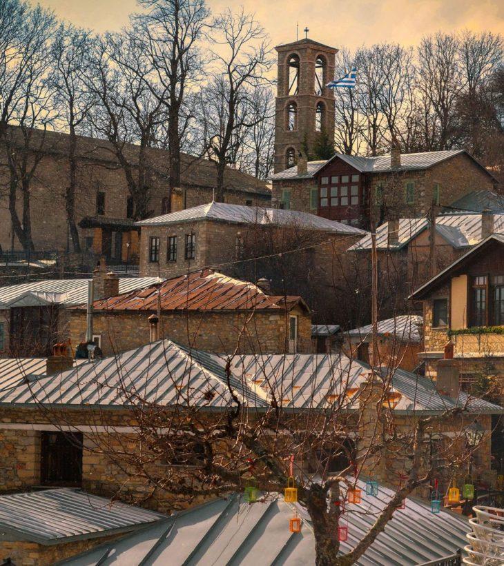 Το ομορφότερο χωριό της Ευρώπης βρίσκεται στη Φλώρινα, είναι ένα παραμύθι από χιόνι και μπορείς να το επισκεφτείς φέτος με 40ε το άτομο τη μέρα