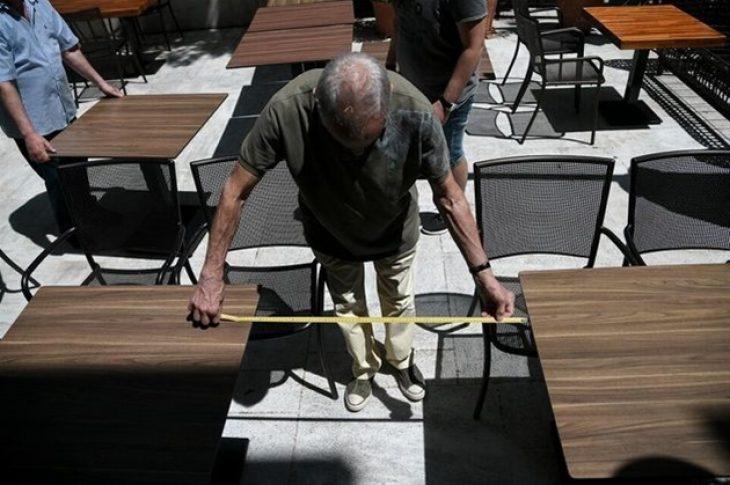Κορονοϊός έκτακτα μέτρα: Λιγότερα άτομα από αύριο ανά τραπέζι