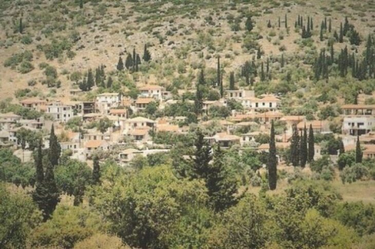 Κολοπετινίτσα: Ποιό είναι τελικά το διάσημο χωριό που εκτρέφονταν δυνατά κοκκόρια και γινόνταν κοκορομαχίες