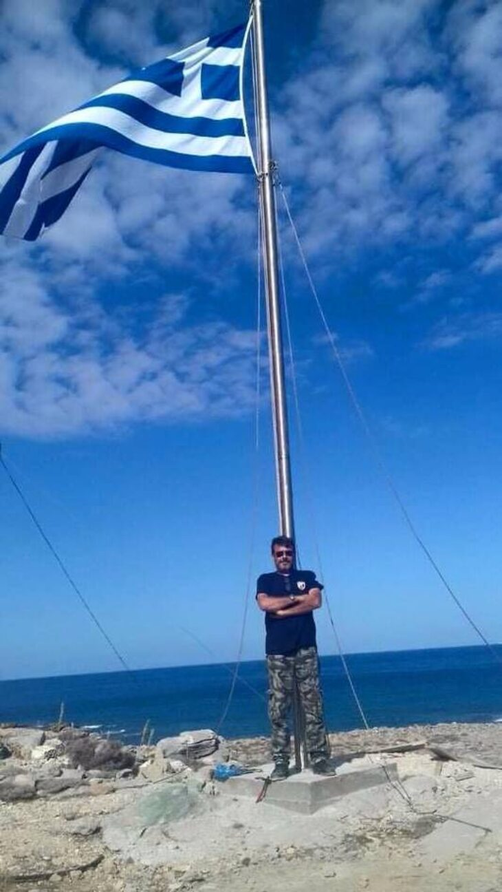 Κρήτη ελληνική σημαία: Τεράστια ελληνική σημαία υψώθηκε στην Κρήτη