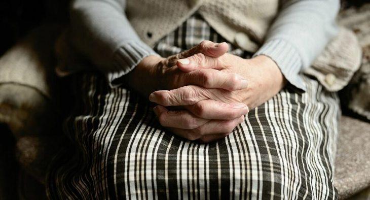 Άγιος Δημήτριος 90χρονη: Έμεινε στο δρόμο λόγω έξωσης