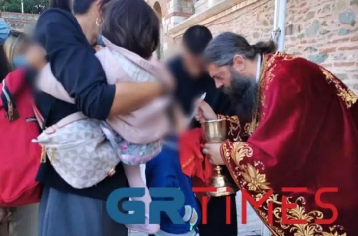 Άγιος Δημήτριος Θεσσαλονίκης: Πολύς κόσμος κοινώνησε κανονικά