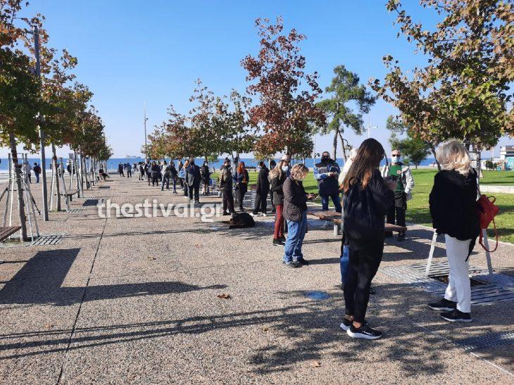 Θεσσαλονίκη δωρεάν τεστ: Σοκαριστικές εικόνες με τεράστιες ουρές από κόσμο που περιμένει να κάνει τεστ