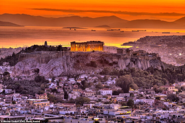 Ηλιοβασίλεμα στην Ακρόπολη: Η επική φωτογραφία που ξεχώρισε