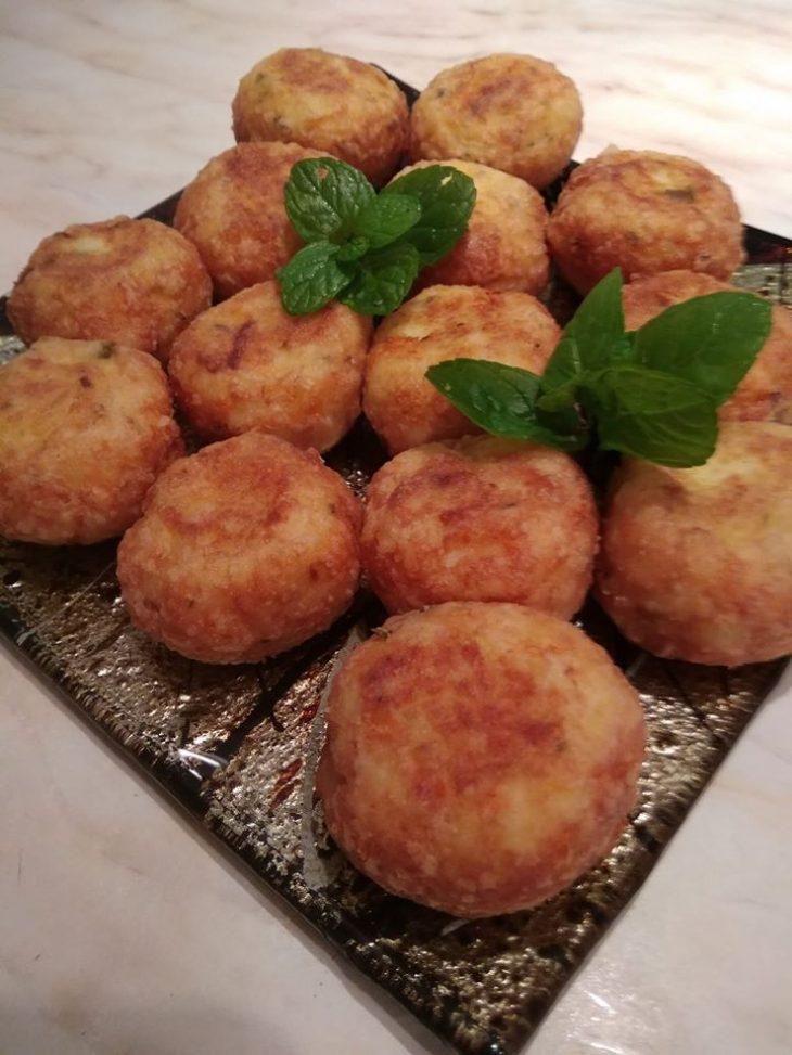 Πατατοκεφτέδες στο τηγάνι με φέτα και δυόσμο: Έτοιμοι σε λίγα λεπτά