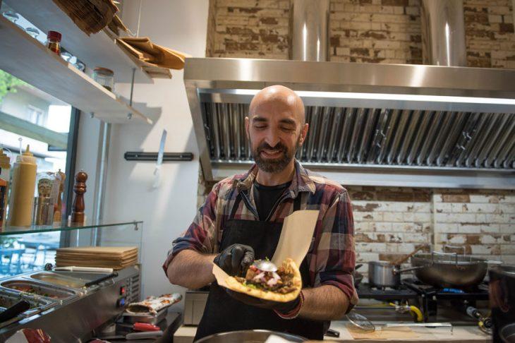 Σουβλάκι για χορτοφάγους: Θα το βρεις στα Εξάρχεια σε υπέροχο χώρο