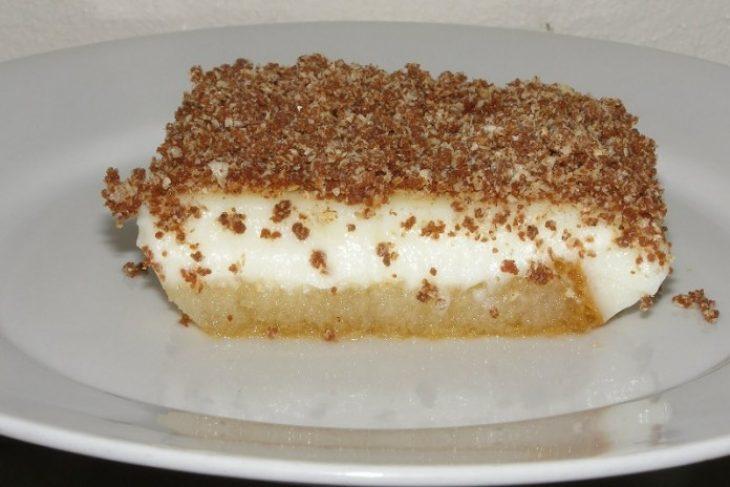 Γλυκό με φρυγανιές και κρέμα: Πανεύκολη και πεντανόστιμη συνταγή