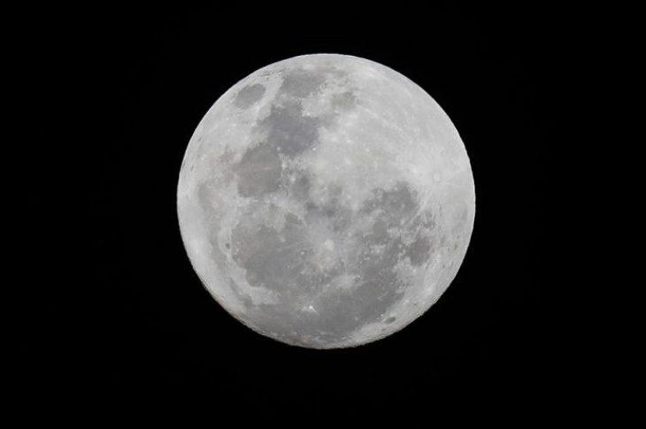 Ανακάλυψη NASA: Βρέθηκε νερό στη Σελήνη – Ιστορική ανακάλυψη