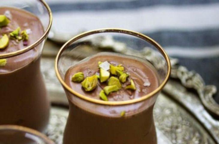 Γιαούρτι με σοκολάτα: Συνταγή για ένα εύκολο περσικό γλυκό