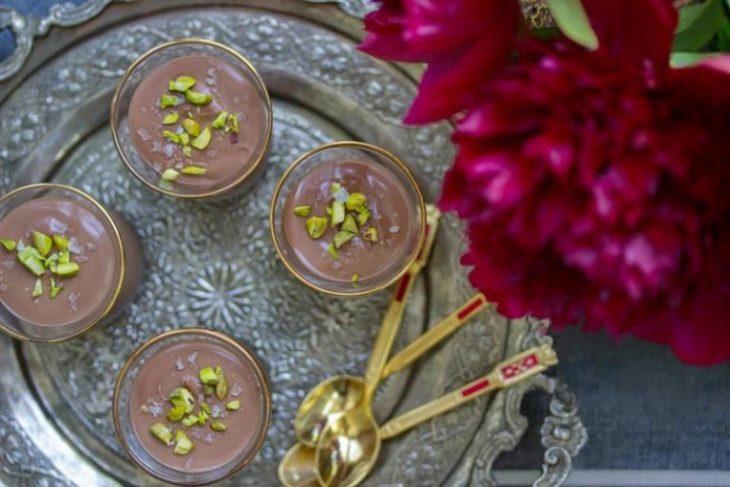 Γιαούρτι με σοκολάτα: Συνταγή για ένα εύκολο περσικό γλυκό - Οδηγίες
