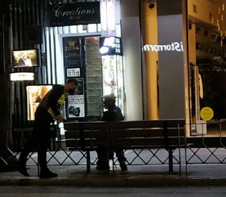 Δημοτική Αστυνομία Θεσσαλονίκη: Μοίρασε ρούχα σε αστέγους