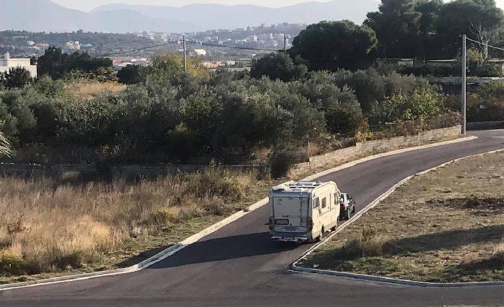 Ελλάδα lockdown: Αυτοκινούμενα κυκλοφορούν σαν άλλοι οίκοι ανοχής