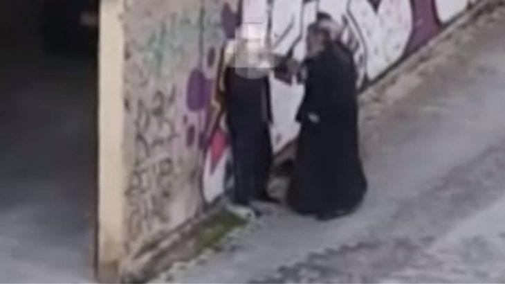 Ιερέας Κοζάνη: Ιερέας χαστούκισε ηλικιωμένο άνδρα μέσα στο δρόμο
