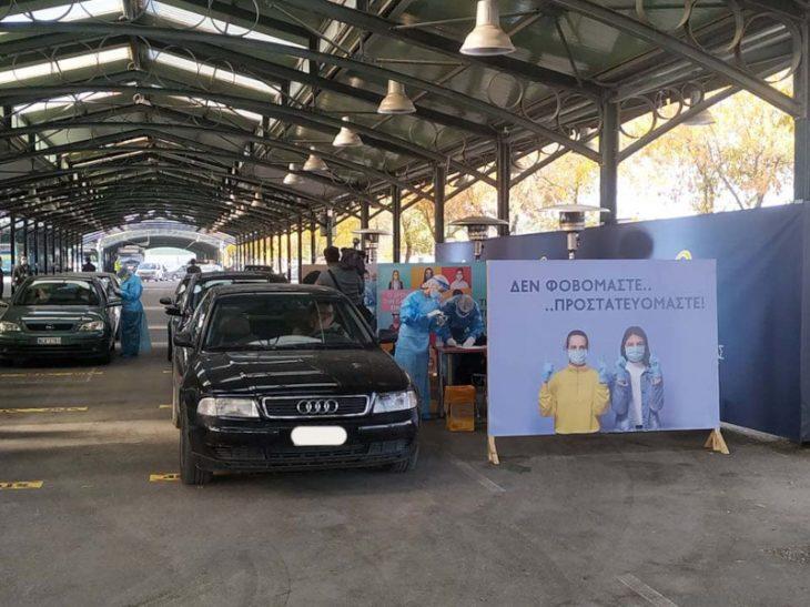 Λάρισα: Drive through testing στη σκεπαστή αγορά Νεάπολης