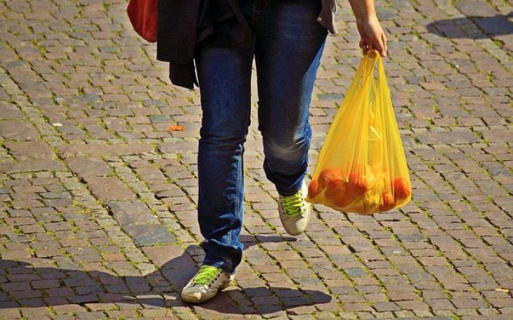 Αυστηρά μέτρα: Μόνο με τρεις σακούλες ο καθένας στις λαϊκές αγορές