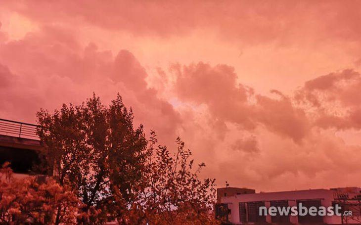 Αττική: Κατακόκκινος ο ουρανός λίγο πριν να χτυπήσει η κακοκαιρία