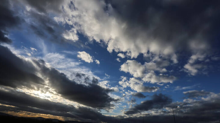 Πρόγνωση καιρού 18/12: Νεφώσεις με τοπικές βροχές στη χώρα