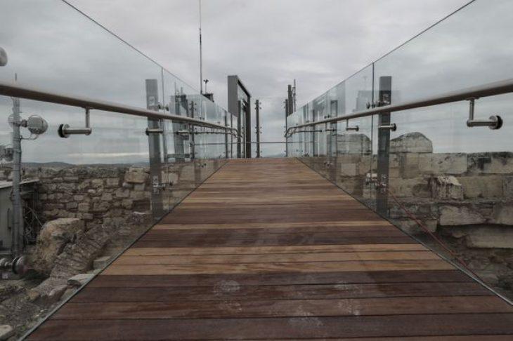 Ακρόπολη: Εγκαινιάστηκε ο νέος ανελκυστήριας για τα ΑμεΑ