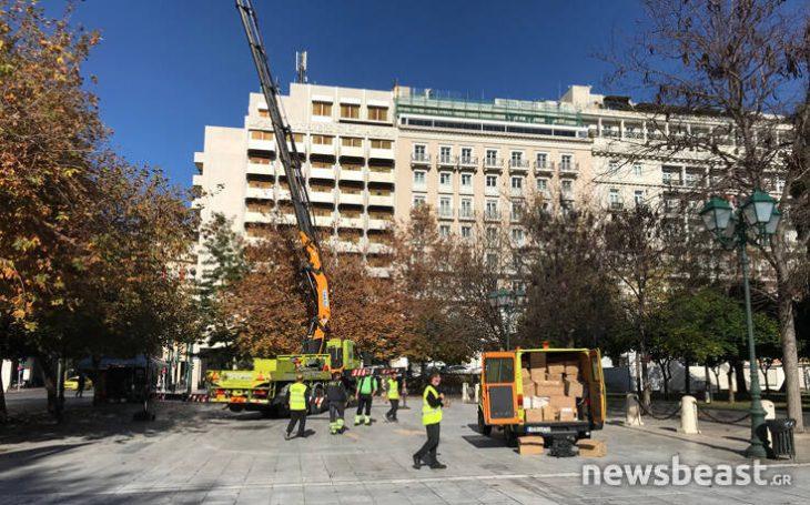 Πλατεία Συντάγματος: Ξεκίνησε ο χριστουγεννιάτικος στολισμός στην πόλη