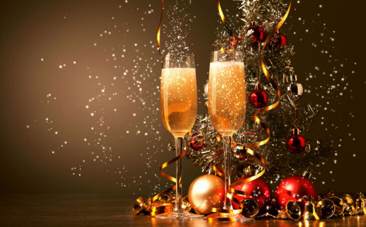 Μέτρα Χριστουγέννων: Τι θα ισχύει με τα ρεβεγιόν και τις εκκλησίες