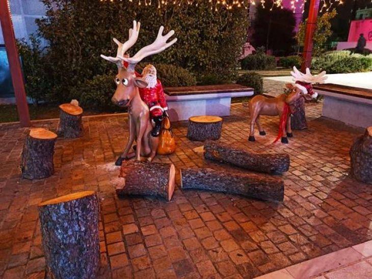 Χαϊδάρι: Φωταγωγήθηκε το χριστουγεννιάτικο δέντρο ύψους 10 μέτρων