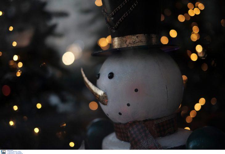 Πλατεία Αριστοτέλους: Φωταγωγήθηκε το χριστουγεννιάτικο δέντρο