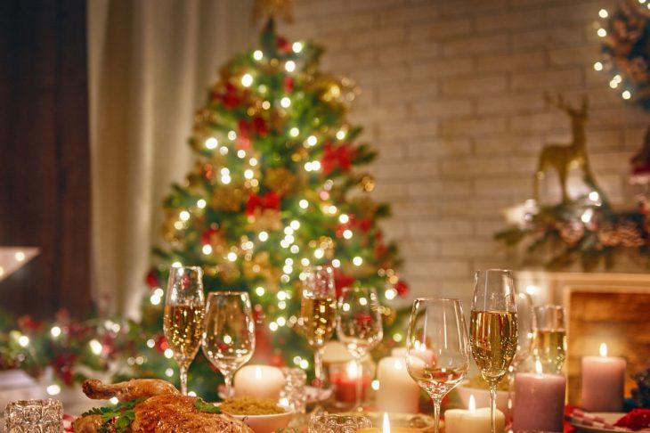 Γιορτές Χριστουγέννων: Ρεβεγιόν ως 9 άτομα & απαγόρευση κυκλοφορίας