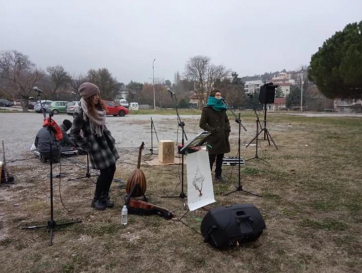 Θεσσαλονίκη κορονοϊός: Μπάντα έπαιξε μουσική στο Παπανικολάου