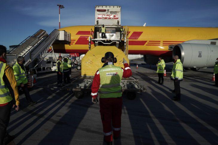 Εμβόλια κορονοϊού: Έφτασαν στην Ελλάδα οι νέες 83.850 δόσεις