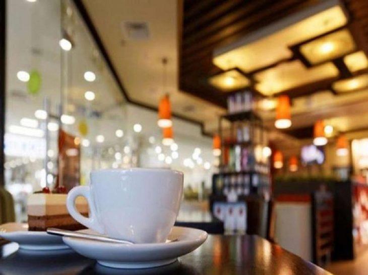 Χαριλάου Θεσσαλονίκης: Καφενείο λειτουργούσε κανονικά με 9 άτομα