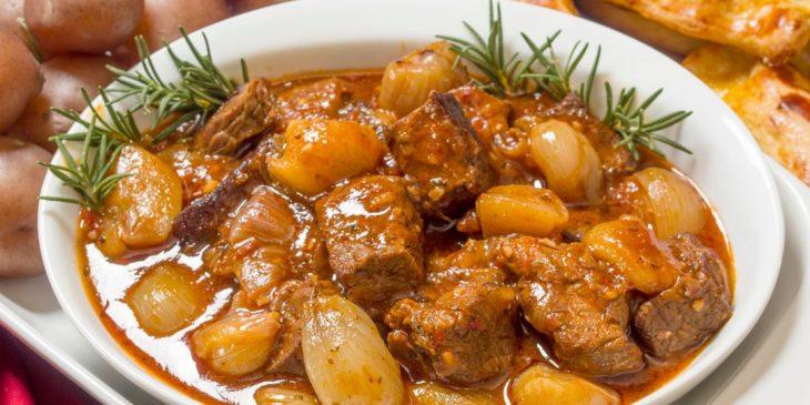 Ελληνικό παραδοσιακό φαγητό: Το στιφάδο εντυπωσιάσε τον Guardian