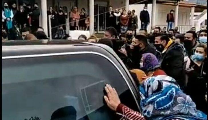 Βόλος: Σοκ με κηδεία Ρομά στην οποία υπήρχε απίστευτος συνωστισμός