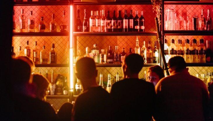 Βόλος καραντίνα: Μπαρ άνοιξε κανονικά και σέρβιρε ποτά