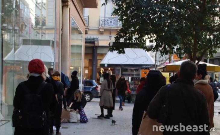 Αθήνα άνοιγμα αγοράς: Κοσμοσυρροή στην Ερμού για τις πρώτες αγορές