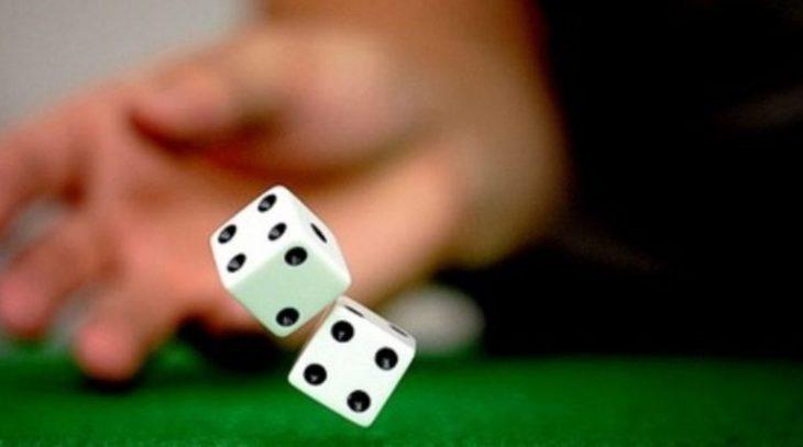 Ρέθυμνο καραντίνα: Σοκ με 20 άτομα σε σπίτι που έπαιζαν ζάρια
