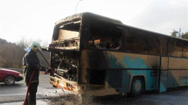 Μαρτίνο λεωφορείο: Τουριστικό λεωφορείο τυλίχτηκε στις φλόγες (Βίντεο)